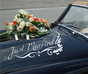 Autoaufkleber Just married mit Blumenranke
